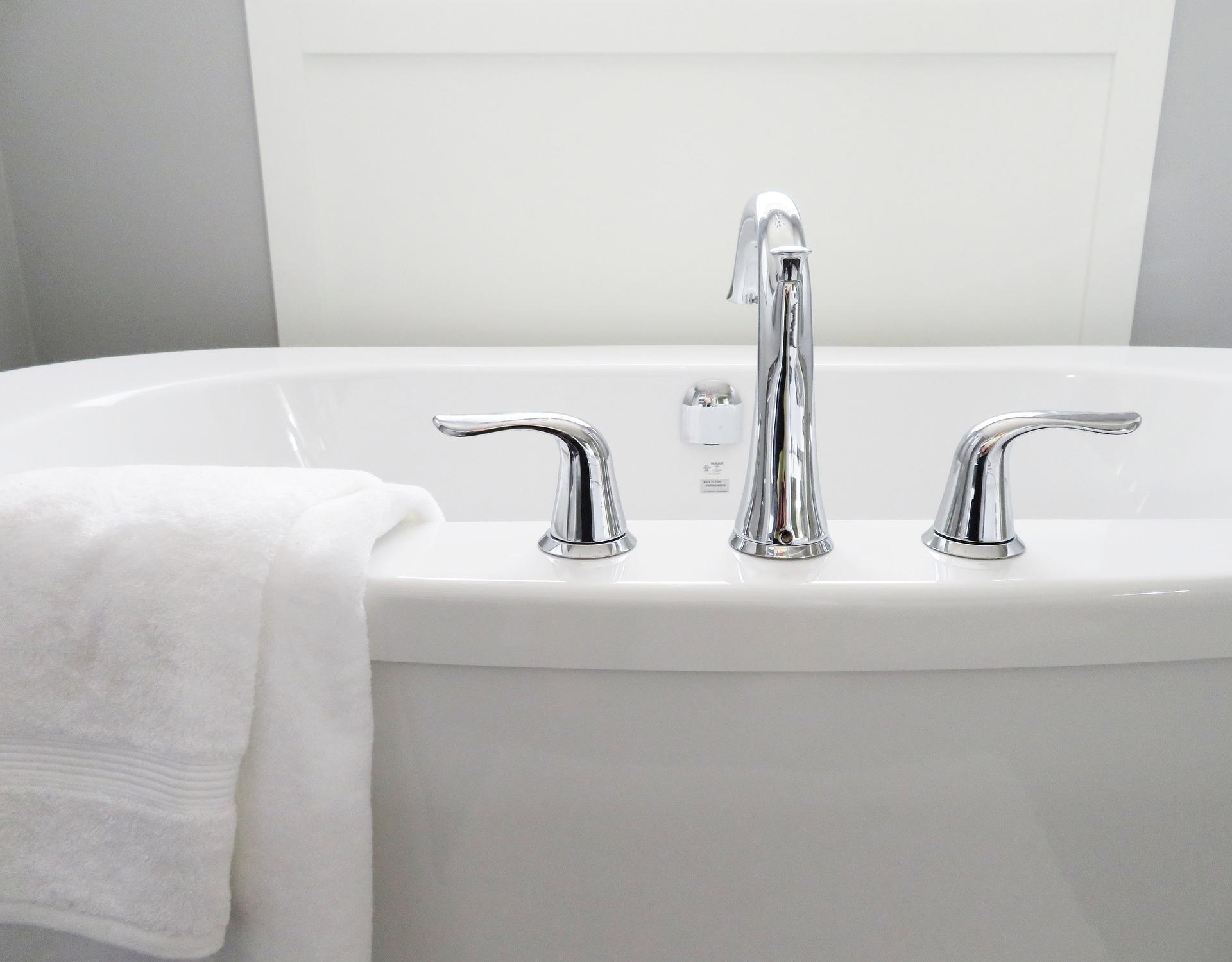 bathtub with towels