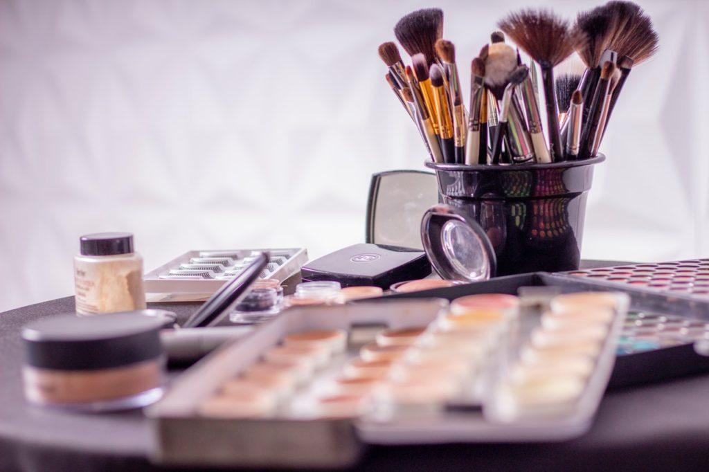 Arrange cosmetics